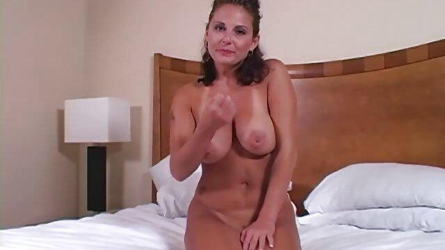 Abuela haciendo peliculas eroticas en español online gratis otro vecino en casa