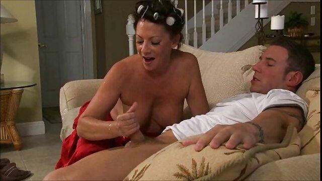 Ella mira peliculas porno anime en español a su marido se folla a la vieja mamá por detrás