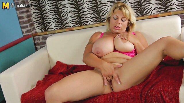 Sexy MILF Rita peliculas xxx online gratis Rush alimentando vagina hambrienta
