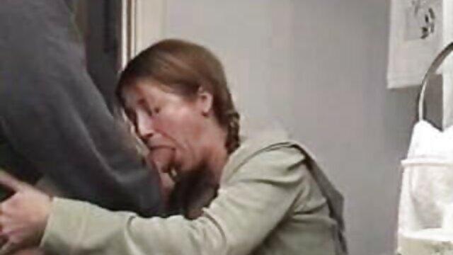 Nena pelirroja caliente Anne Swix desea un cohete peliculas calientes para adultos carnoso dentro de ella