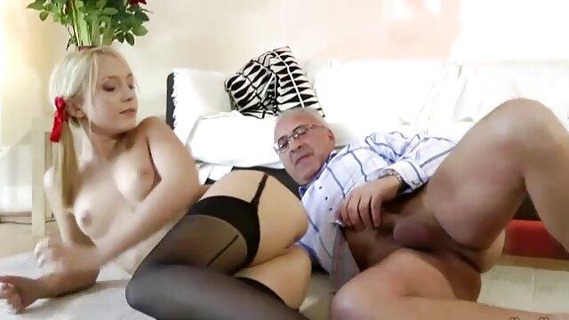 Dos chicas toman peliculas eroticas gratis en espanol su castigo por robo