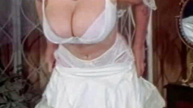Chico negro criando peliculas con contenido xxx a una esposa blanca el día de su boda porno