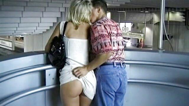 Twistys ver peliculas y videos porno gratis - Dos chicas y una manta - Sophie CoxBlue Angel