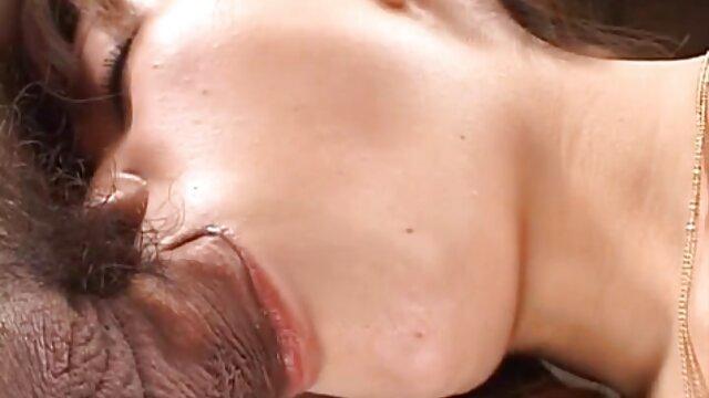 Madre madura Irenka seduciendo a su hijo mejores peliculas xxx en español